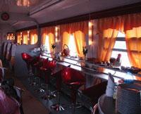 Вагон-ресторан «Лотоса» — очень уютное место, оформленное в современном стиле