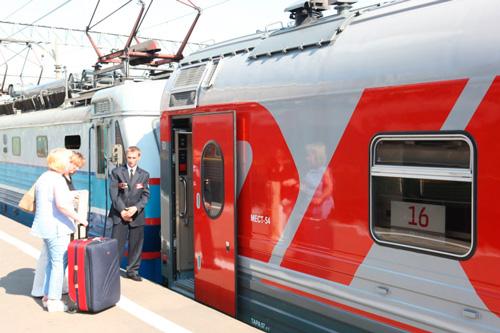 Если в вашем билете указана другая станция посадки, опытный проводник пустит вас в поезд, но вопрос о вашем размещении на месте, указанном в билете, может быть решен отнюдь не в вашу пользу
