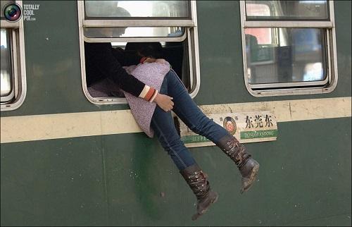 Картинки по запросу фото запрыгивая в поезд