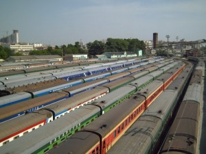 С приемоотправочных путей вагоны транспортируют в парк, где они будут находиться до нового рейса