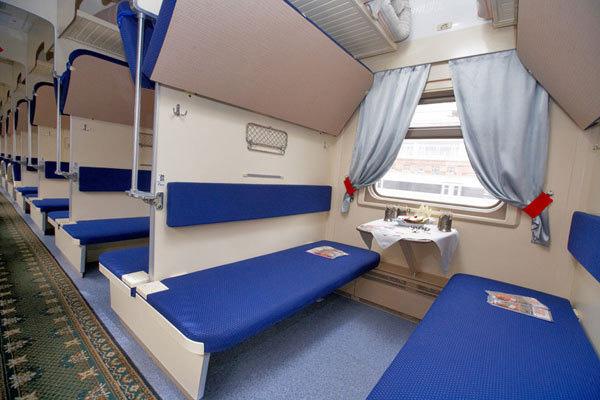 В фирменном поезде даже плацкартные вагоны уютные