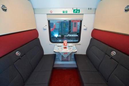 Вагон 1 класса: двухместное купе