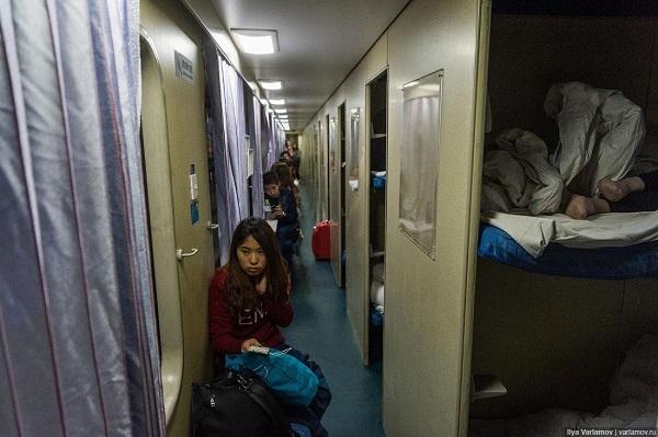 Ручная кладь в коридоре или тамбуре, в проходе между сиденьями – табу
