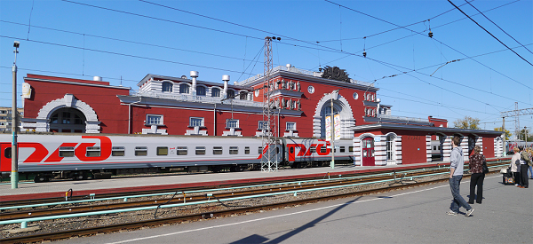 Платформа вокзала в Курске