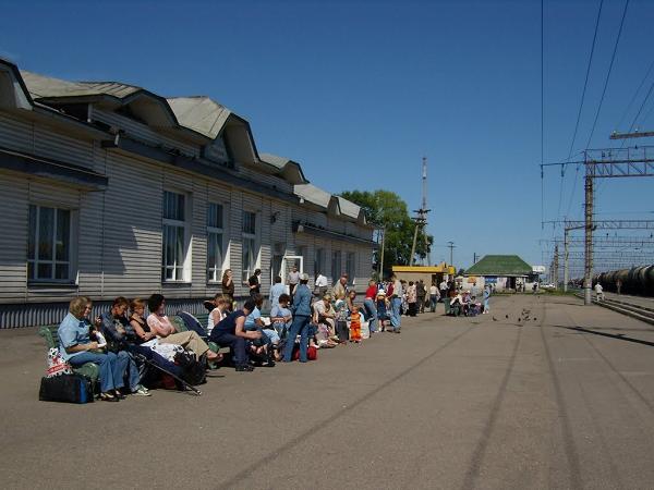Платформа вокзала в Плесецке