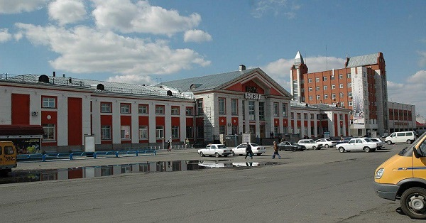 Здание вокзала в Барнауле