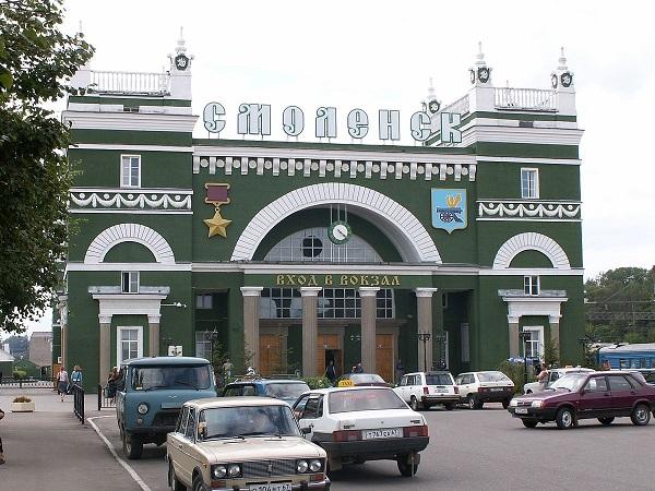 Фасад железнодорожного вокзала Смоленска