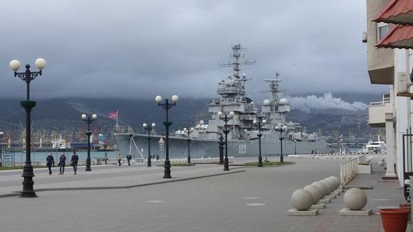 На фото – крейсер-музей «Михаил Кутузов»